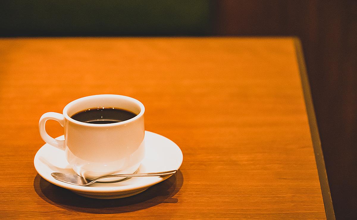 テーブルとコーヒー
